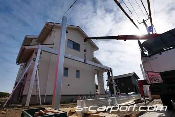 3台用折板カーポート組立、梁上げ