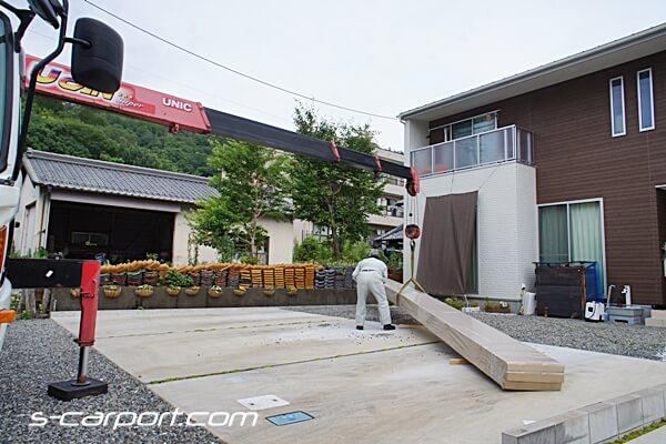 折板カーポート材料搬入