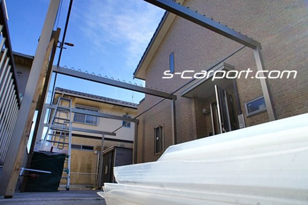 折板カーポート 長さ12m 施工