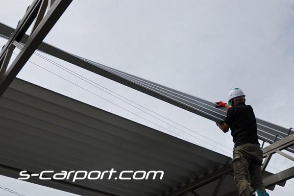 3台用セッパンカーポート 屋根の施工