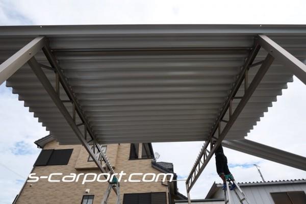 3台用セッパンカーポート 折板屋根の施工
